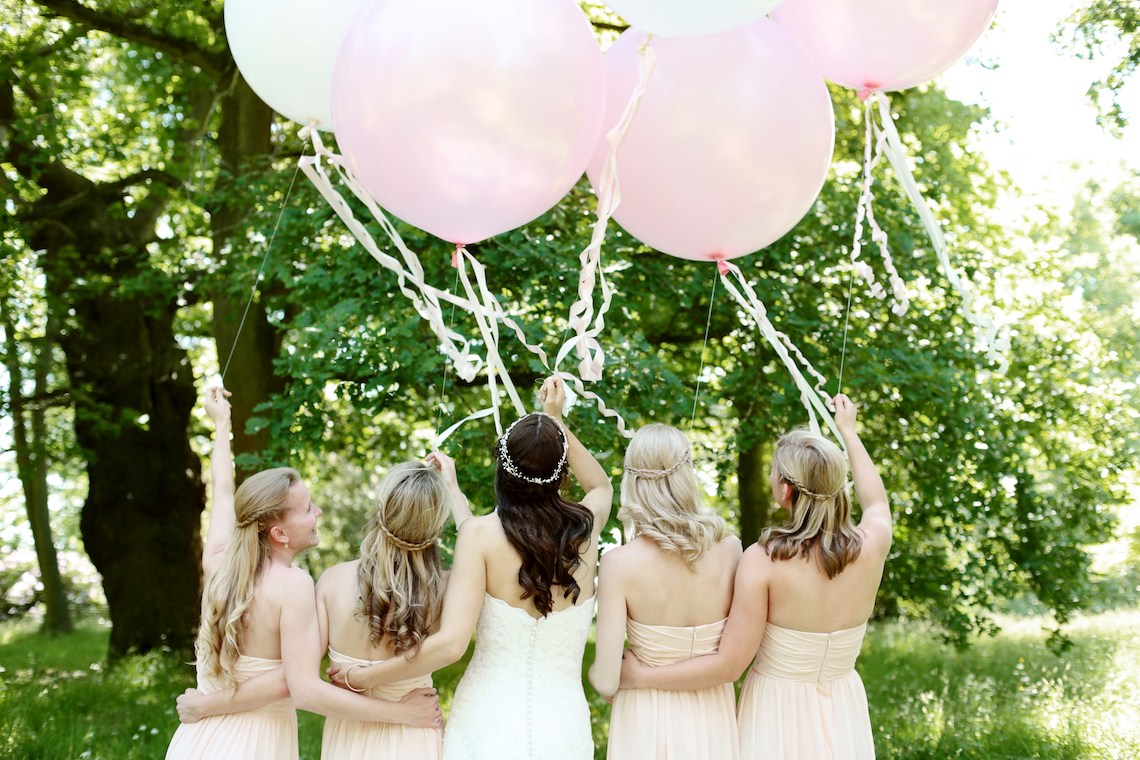 bridesmaids-holding-balloons-dasha-caffrey-photography