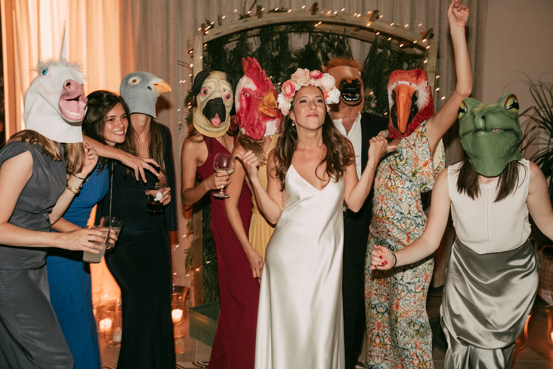 Cool Spanish Wedding by Sara Lobla and La Puta Suegra 39