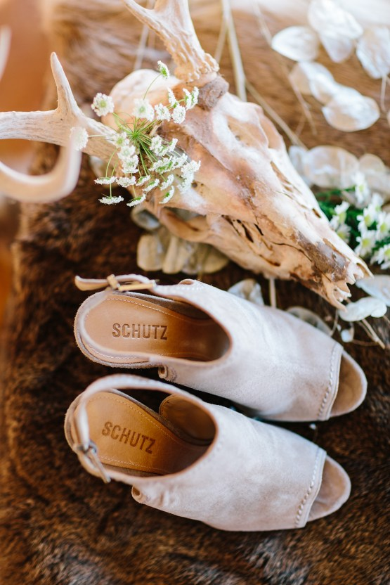 Fun, Scenic, Lakeside Wedding with Dried Floral Bouquets | Studio 1208 59