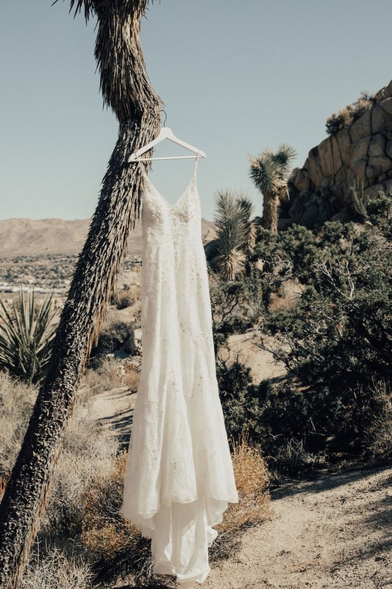 Boho Chic Elopement Inspiration with a Cool Teepee Altar | Maya Lora Photography 1