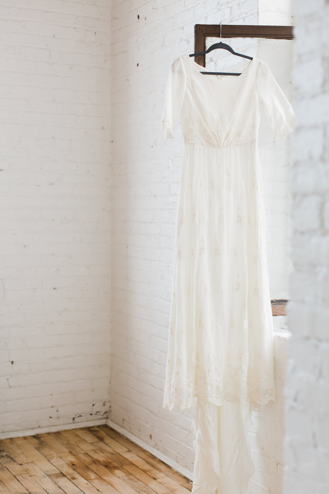 Light & Modern Wedding Inspiration With Cool Modest Gowns | Sons and Daughters Photography 48