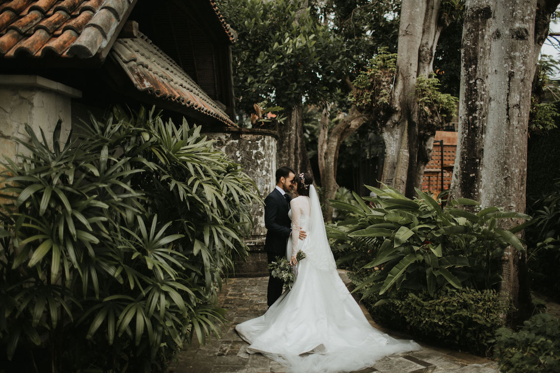 Modern & Hip Bali Wedding Featuring Sparklers & Flower Crowns | Iluminen Photography 10