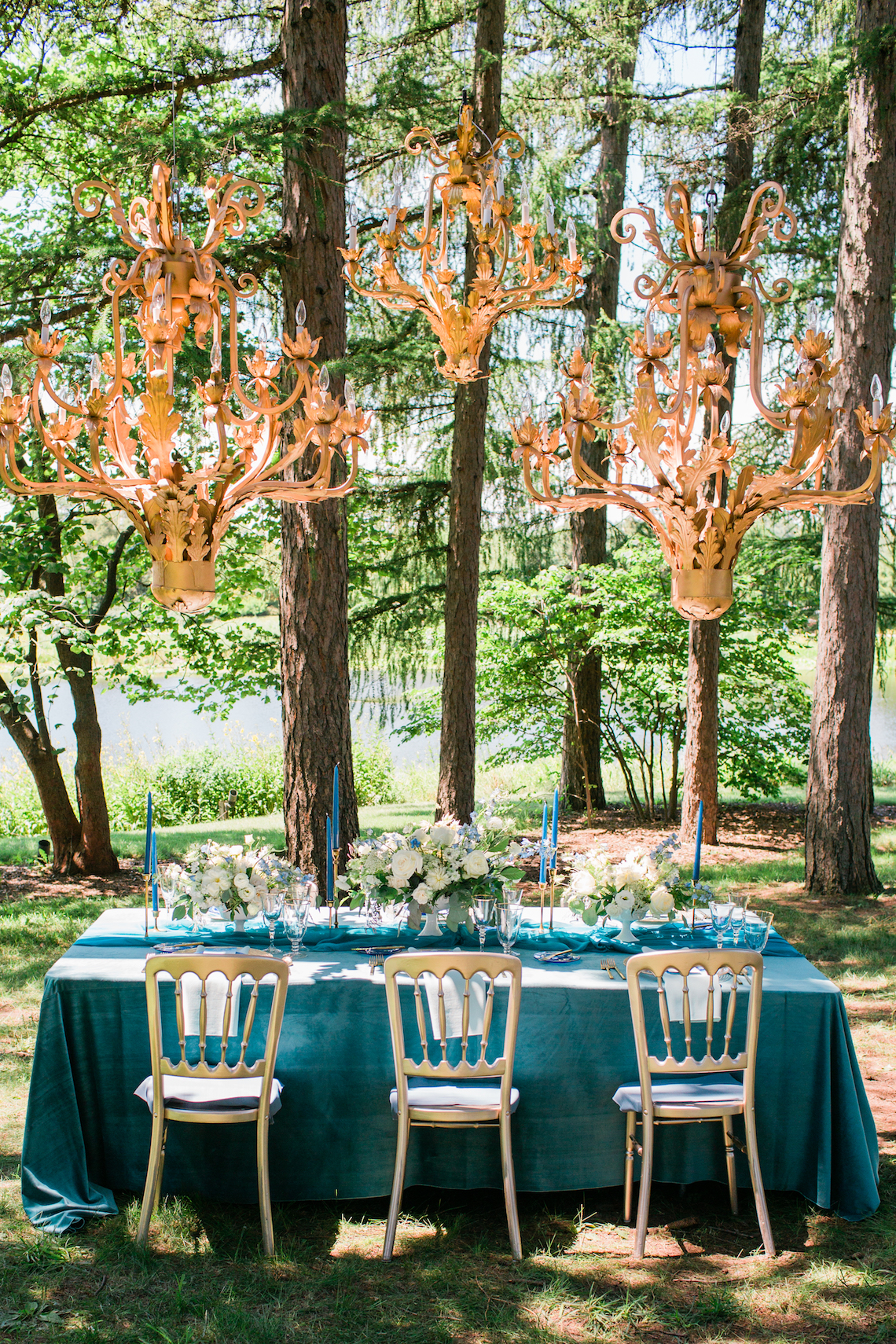 Vibrant Ocean Blue Watercolor Wedding Inspiration | Lola Event Productions | Artistrie Co. 25