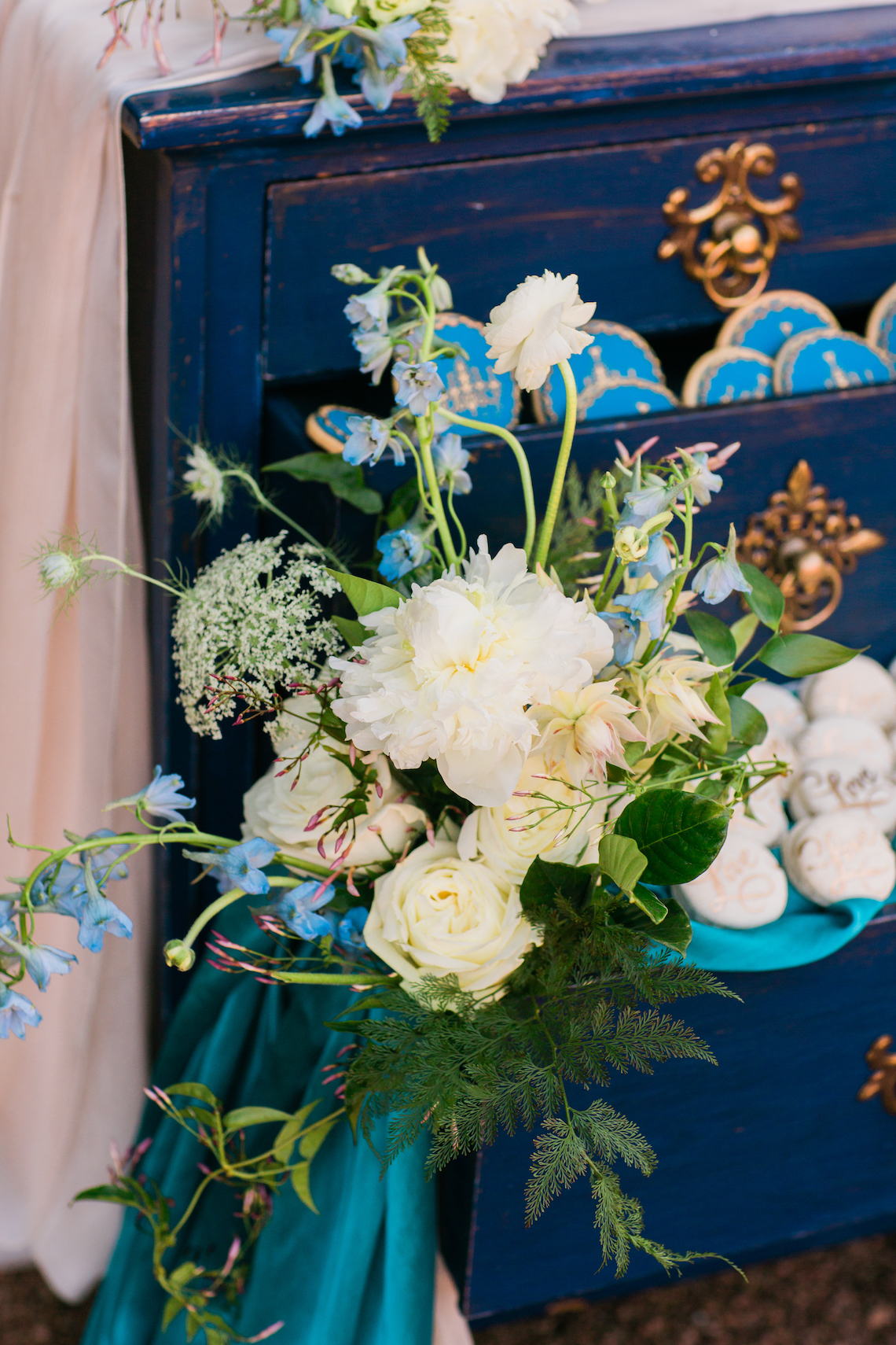 Vibrant Ocean Blue Watercolor Wedding Inspiration | Lola Event Productions | Artistrie Co. 36
