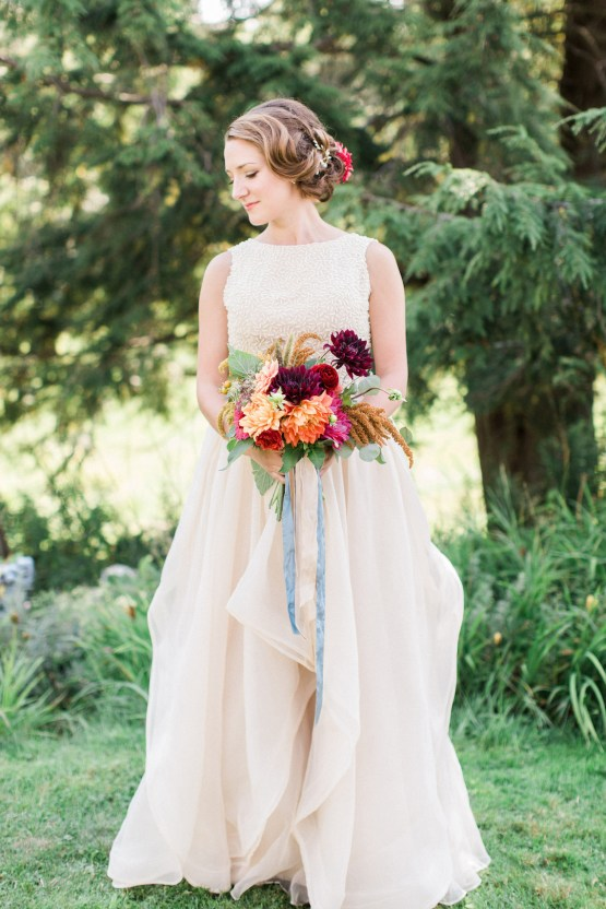 Colorful Vermont Lodge Wedding (With Sparkler Magic!) | Molly Lichten Photography 13