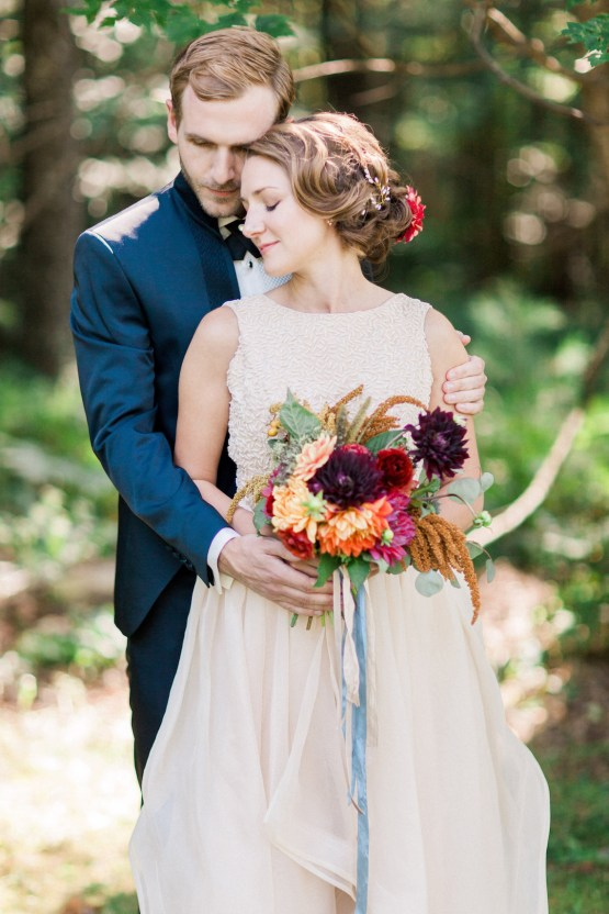 Colorful Vermont Lodge Wedding (With Sparkler Magic!) | Molly Lichten Photography 17
