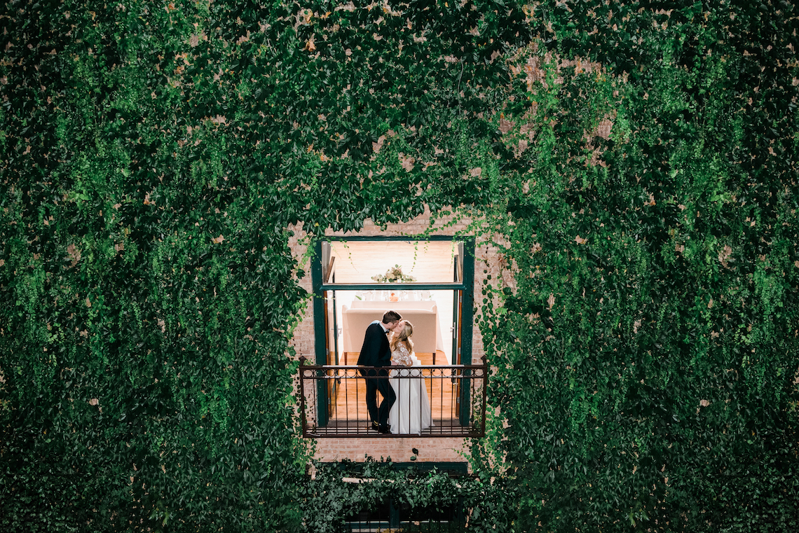 Gorgeous Chicago Ivy Room Wedding | Kristin La Voie Photography 1