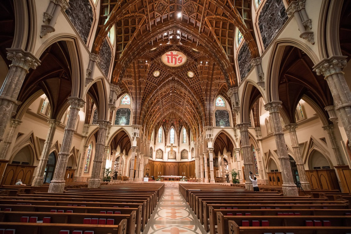Practically Royal Luxe Chicago Cathedral Wedding | Christina G Photography | LOLA Event Productions 13