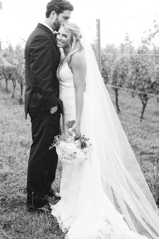 Relaxed Virginia Winery Wedding | Alison Leigh Photography 12