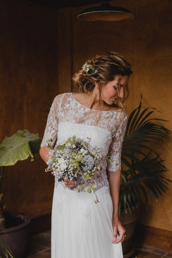 Rustic Barcelona Wedding Featuring Chic Bridal Separates | Visual Foto 25