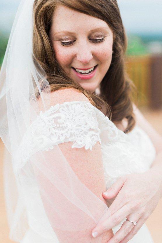 Rustic Carolina Mountain Lodge Wedding | Common Dove Photography 19