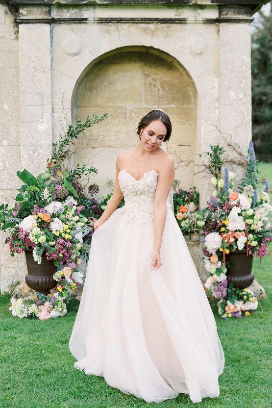 Citrus & Peach Chateau Wedding Inspiration | Lucy Davenport 27