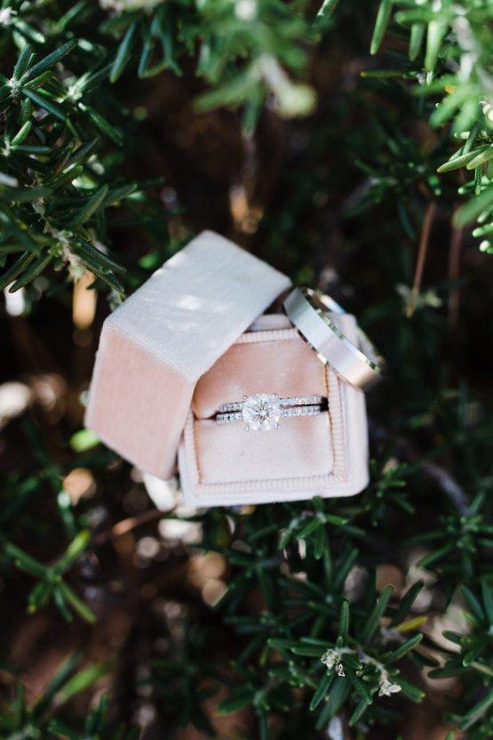 Casual Sedona Red Rocks Wedding (With A Sweet Blush Wedding Dress) | Julia Kinnunen Photography 11