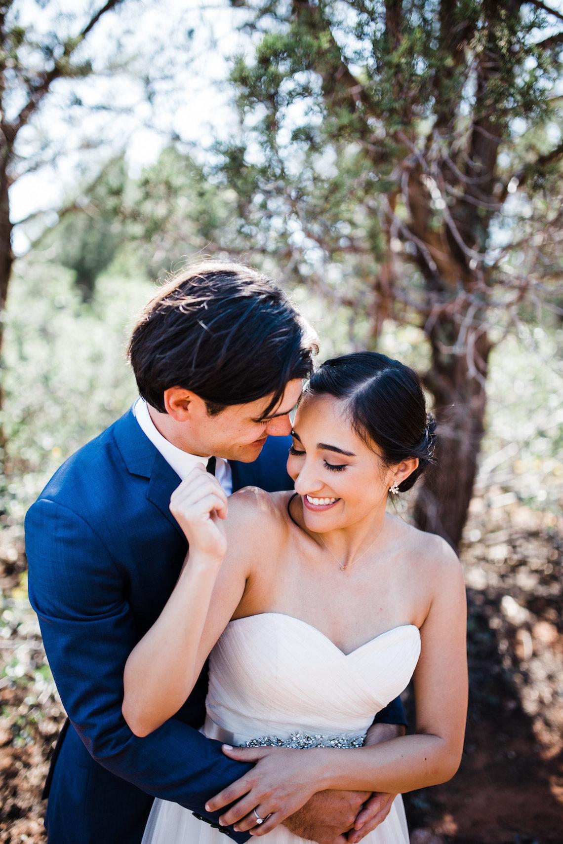 Casual Sedona Red Rocks Wedding (With A Sweet Blush Wedding Dress) | Julia Kinnunen Photography 19