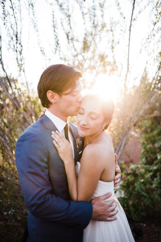 Casual Sedona Red Rocks Wedding (With A Sweet Blush Wedding Dress) | Julia Kinnunen Photography 22