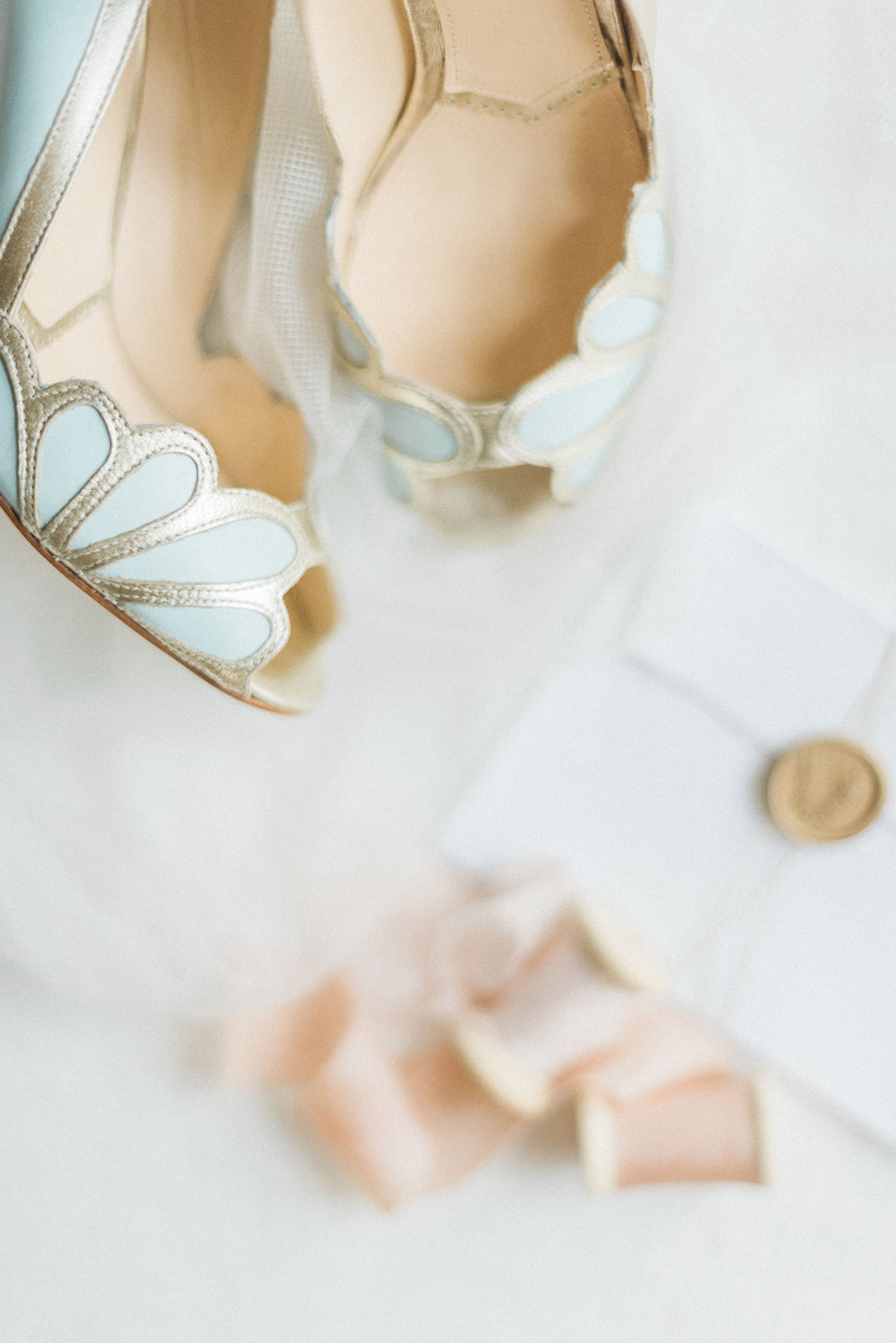 Ornate Candelit Peach & Blue Wedding Inspiration | Gabriela Jarkovska 11