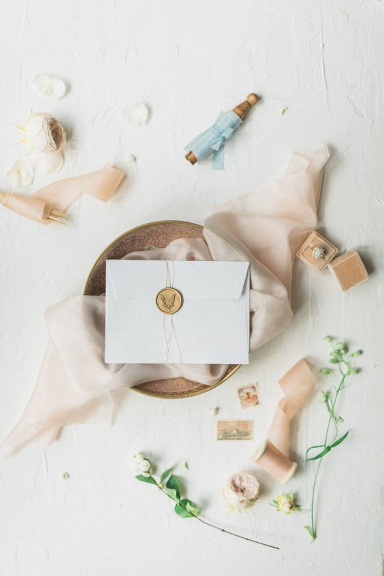 Ornate Candelit Peach & Blue Wedding Inspiration | Gabriela Jarkovska 15