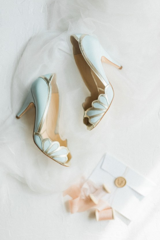 Ornate Candelit Peach & Blue Wedding Inspiration | Gabriela Jarkovska 18