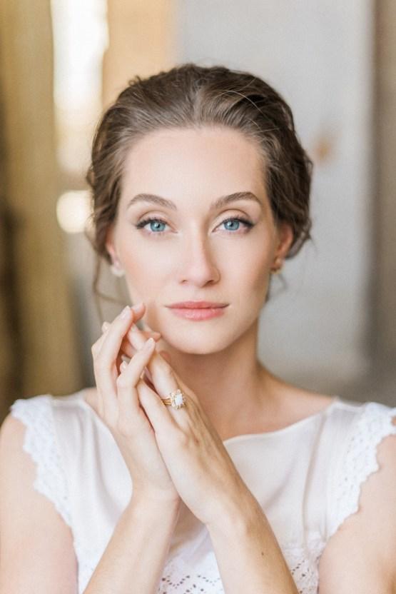 Ornate Candelit Peach & Blue Wedding Inspiration | Gabriela Jarkovska 19