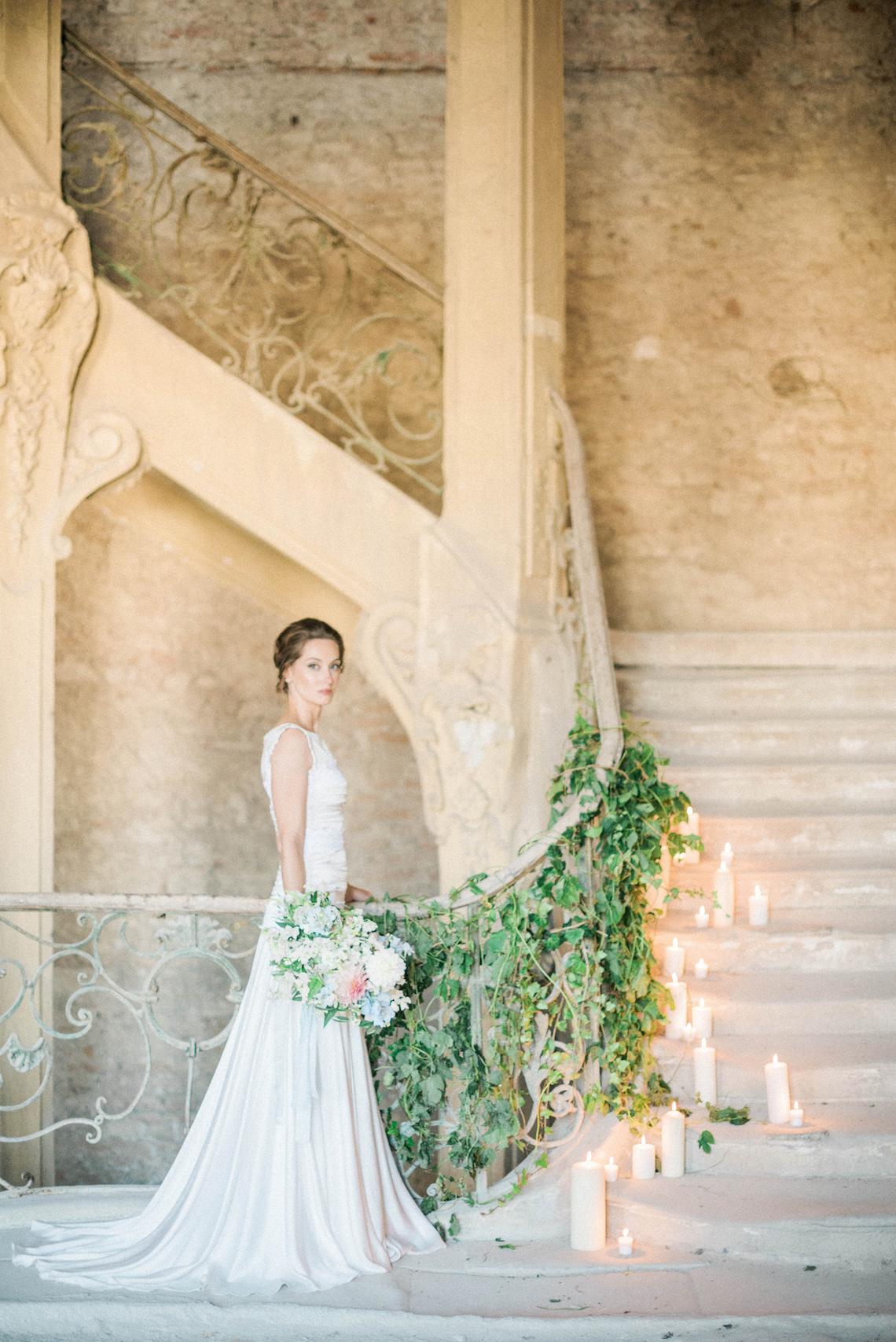Ornate Candelit Peach & Blue Wedding Inspiration | Gabriela Jarkovska 28