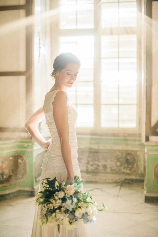 Ornate Candelit Peach & Blue Wedding Inspiration | Gabriela Jarkovska 32