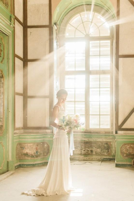 Ornate Candelit Peach & Blue Wedding Inspiration | Gabriela Jarkovska 33