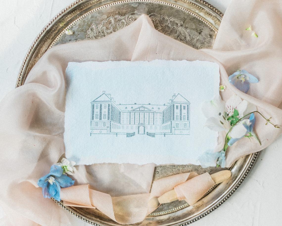 Ornate Candelit Peach & Blue Wedding Inspiration | Gabriela Jarkovska 39