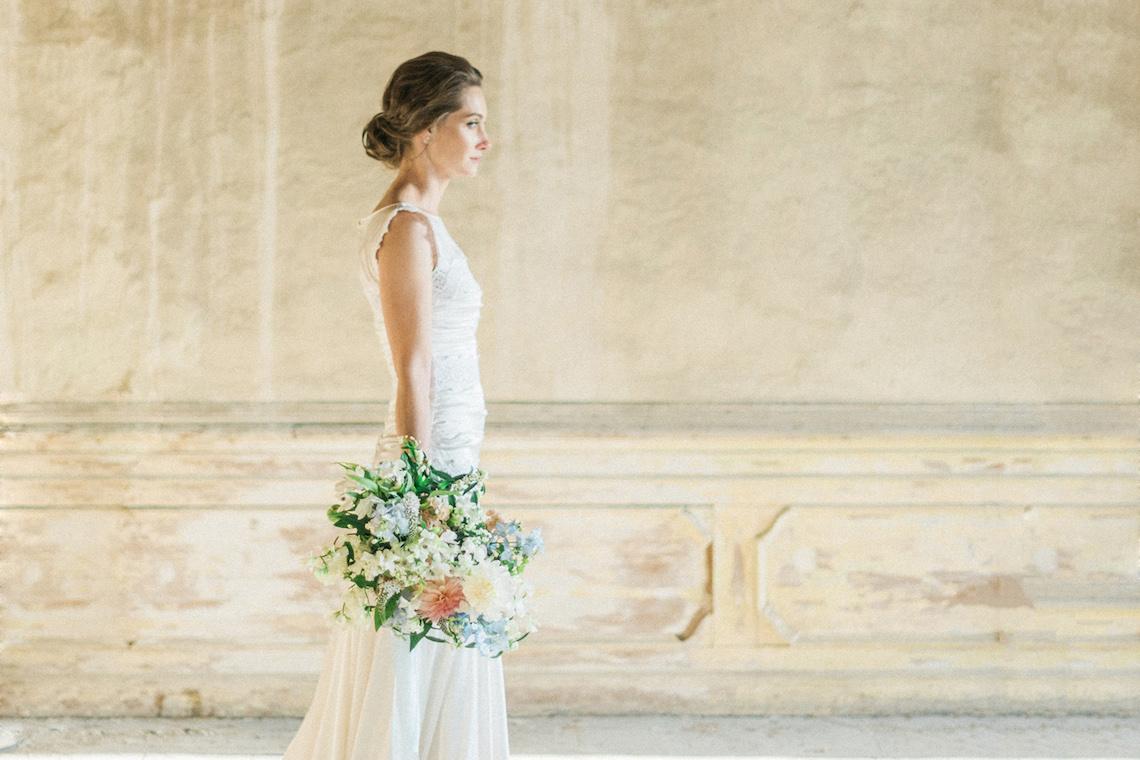 Ornate Candelit Peach & Blue Wedding Inspiration | Gabriela Jarkovska 43