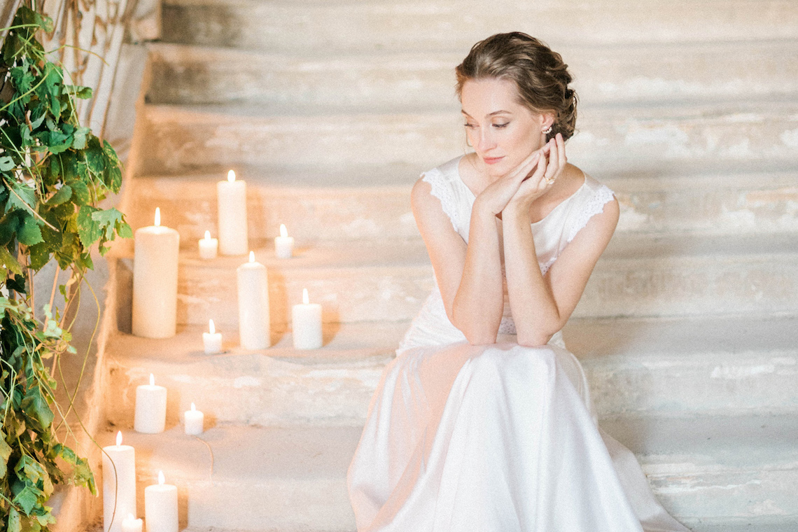 Ornate Candelit Peach & Blue Wedding Inspiration | Gabriela Jarkovska 44