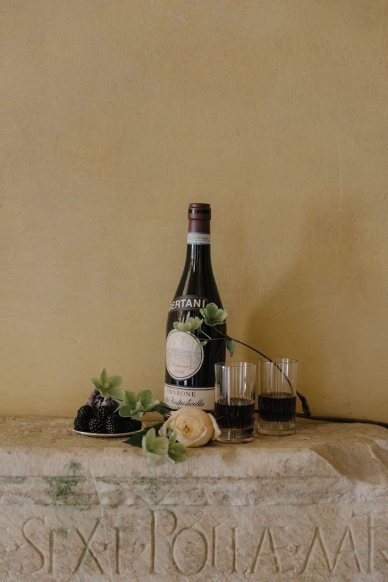 Ancient Rome Meets Mod Yellows & Sophisticated Black In This Timeless Wedding Inspiration | Cinzia Bruschini 14