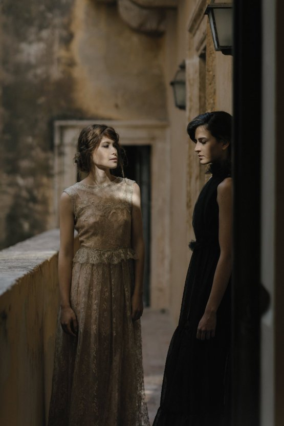 Ancient Rome Meets Mod Yellows & Sophisticated Black In This Timeless Wedding Inspiration | Cinzia Bruschini 29