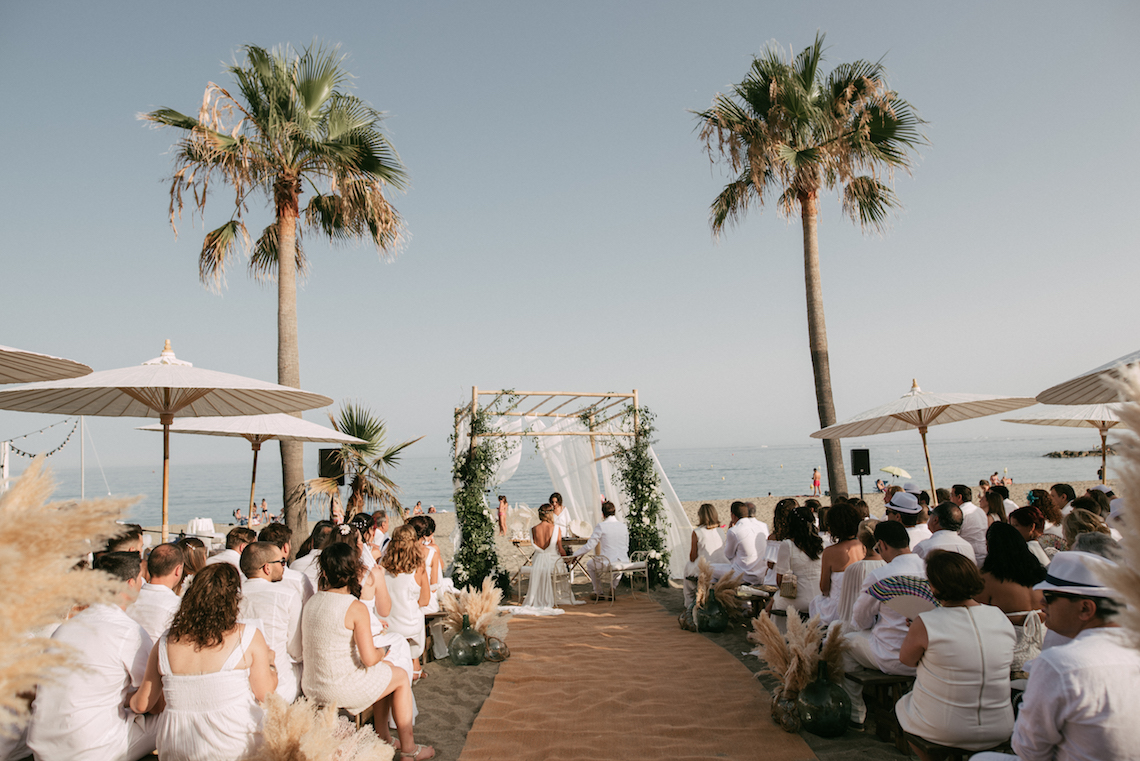 Relaxed All-White Spanish Beach Wedding With Seriously Glamorous Bridal Beauty Style | Sara Lobla Photography 8