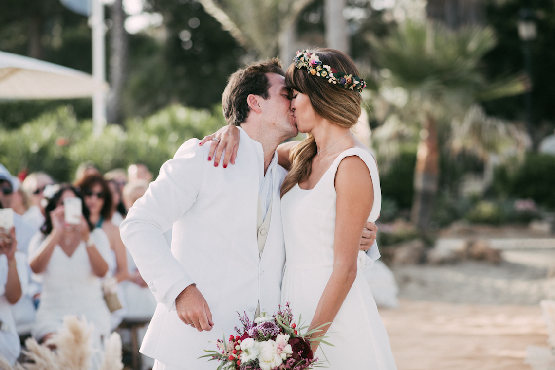 Relaxed All-White Spanish Beach Wedding With Seriously Glamorous Bridal Beauty Style   Sara Lobla Photography 9