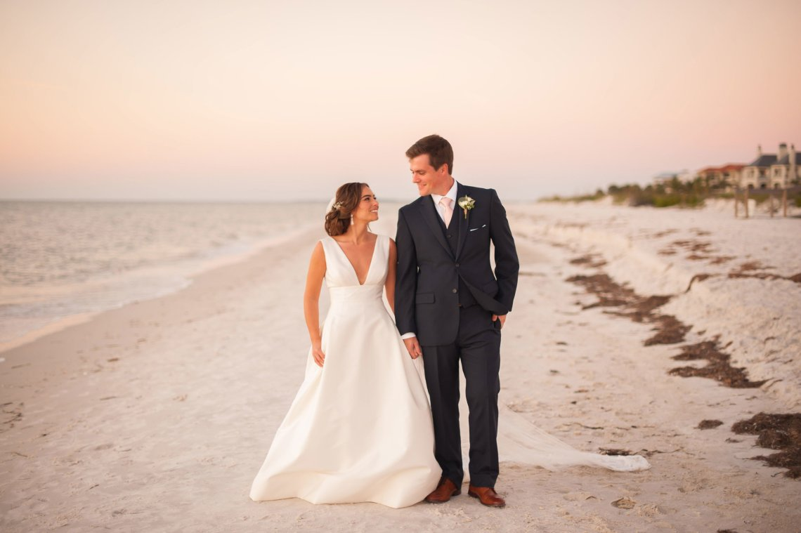 Elegant Pretty Pink Beach Wedding | Stephanie Smith 12
