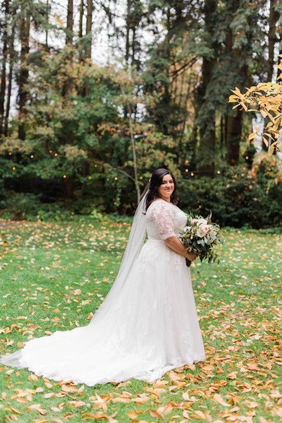 Rustic Barn Wedding Filled With Greenery | Deyla Huss Photography 13