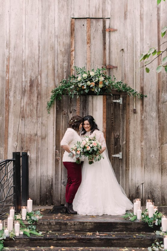 Rustic Barn Wedding Filled With Greenery | Deyla Huss Photography 15