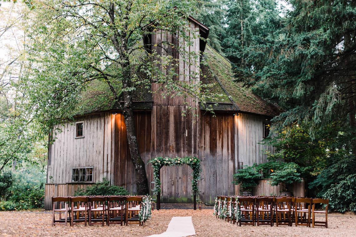 Rustic Barn Wedding Filled With Greenery | Deyla Huss Photography 2