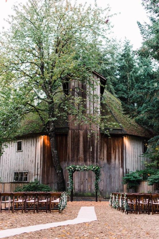 Rustic Barn Wedding Filled With Greenery | Deyla Huss Photography 22