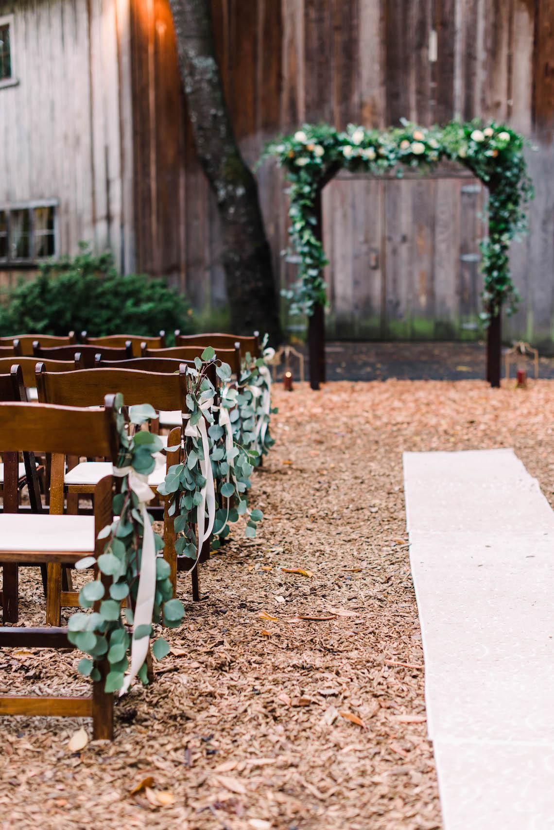 Rustic Barn Wedding Filled With Greenery | Deyla Huss Photography 23
