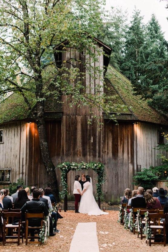 Rustic Barn Wedding Filled With Greenery | Deyla Huss Photography 28