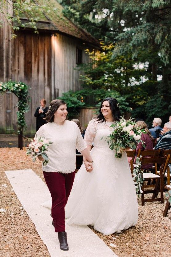 Rustic Barn Wedding Filled With Greenery | Deyla Huss Photography 29