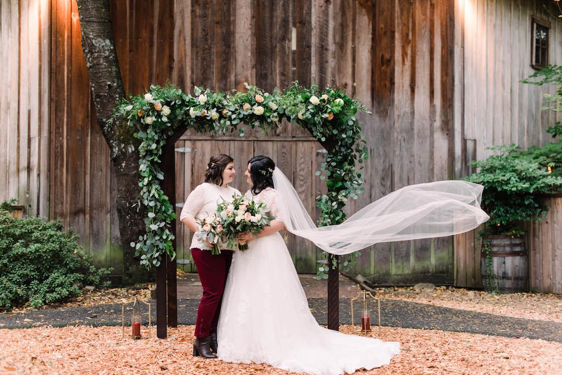 Rustic Barn Wedding Filled With Greenery | Deyla Huss Photography 4