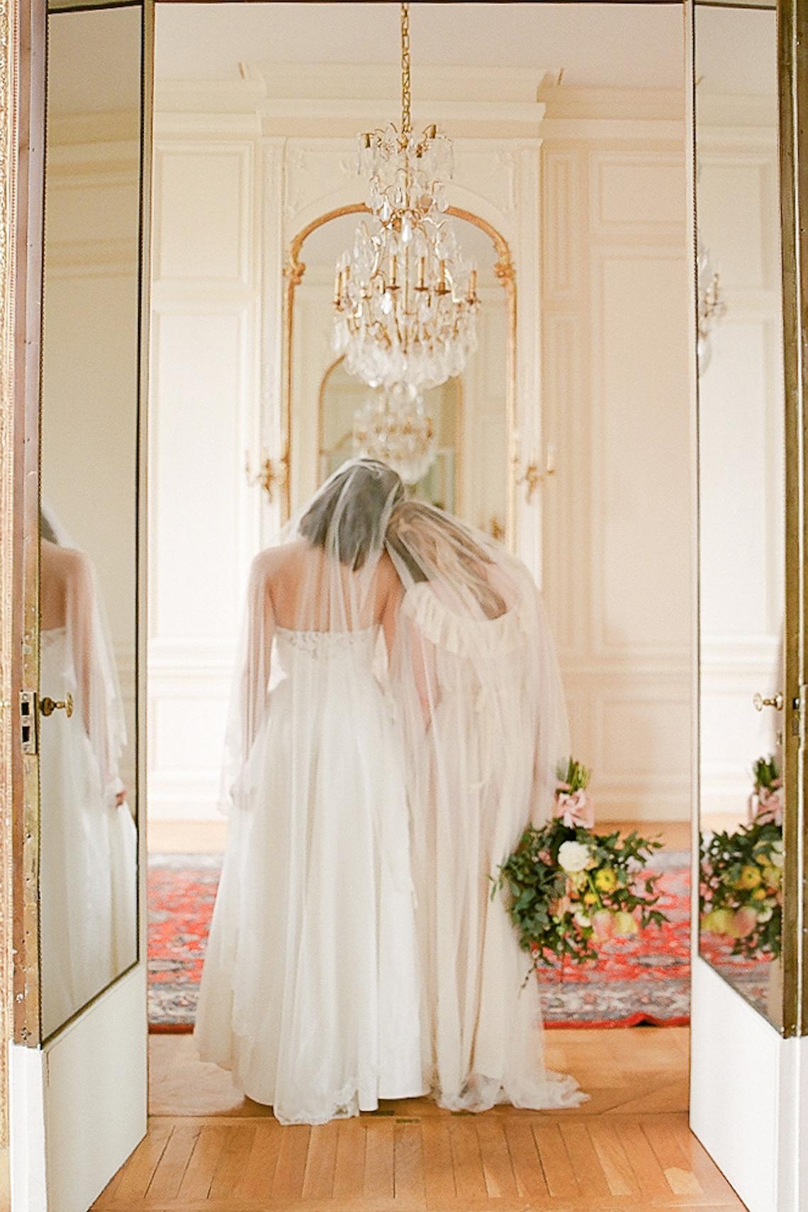 Elegant Blush Parisian Bridal Inspiration Featuring Luxurious Veils and Boudoir Ideas – Bonphotoge 32