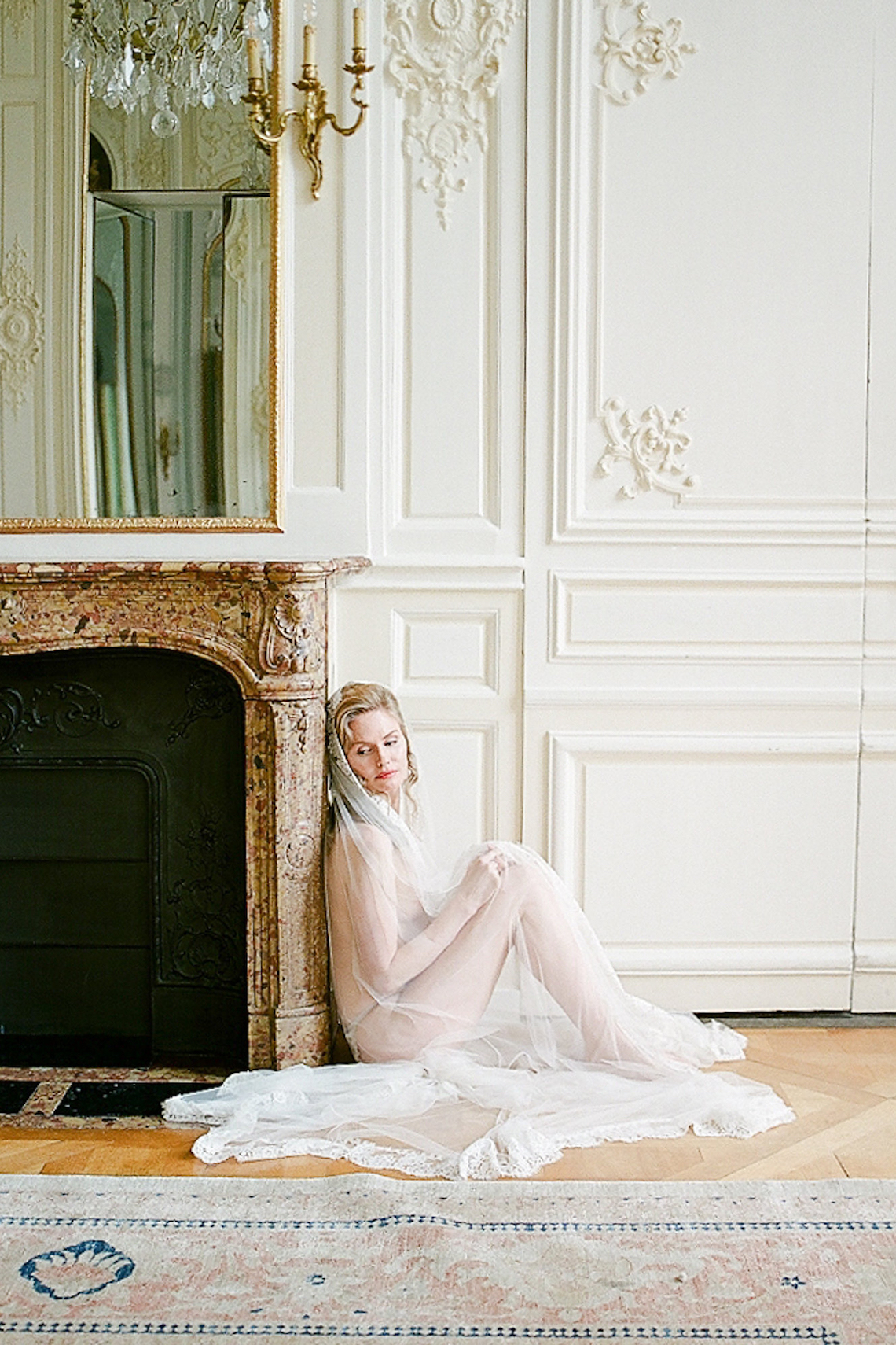 Elegant Blush Parisian Bridal Inspiration Featuring Luxurious Veils and Boudoir Ideas – Bonphotoge 44