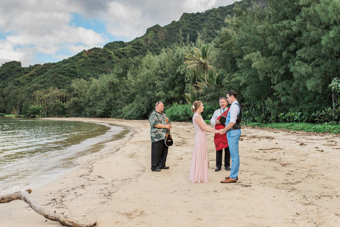 Intimate & Scenic Traditional Hawaiian Lei Exchange Elopement – Chelsea Stratso 0