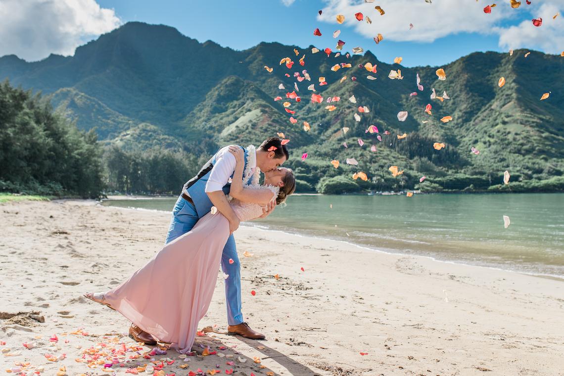 Intimate & Scenic Traditional Hawaiian Lei Exchange Elopement – Chelsea Stratso 1