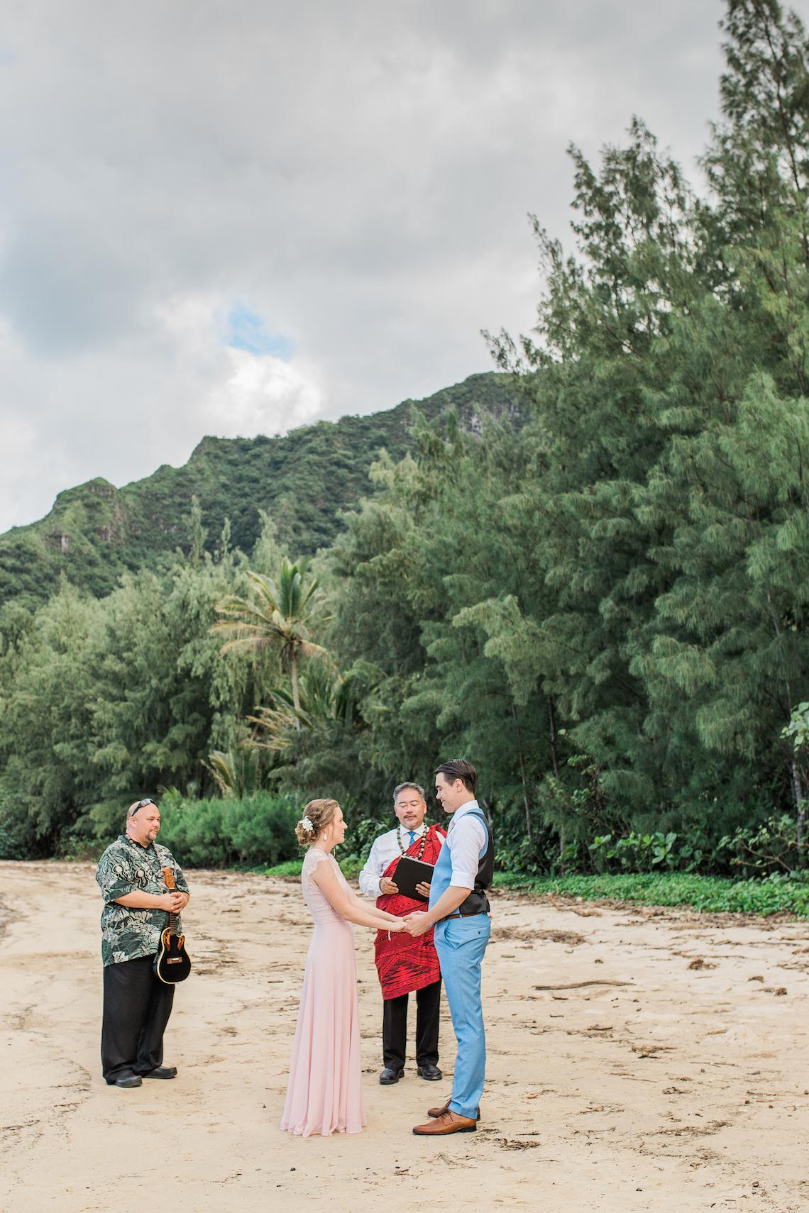 Intimate & Scenic Traditional Hawaiian Lei Exchange Elopement – Chelsea Stratso 10