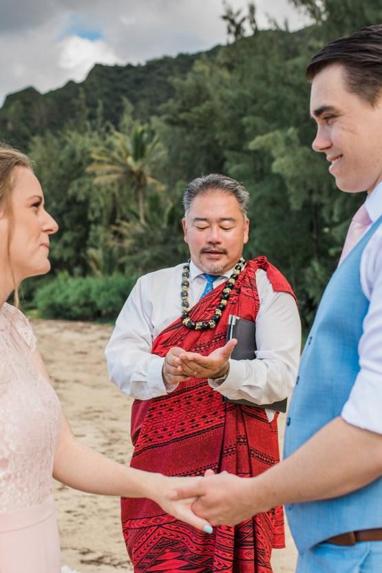 Intimate & Scenic Traditional Hawaiian Lei Exchange Elopement – Chelsea Stratso 12