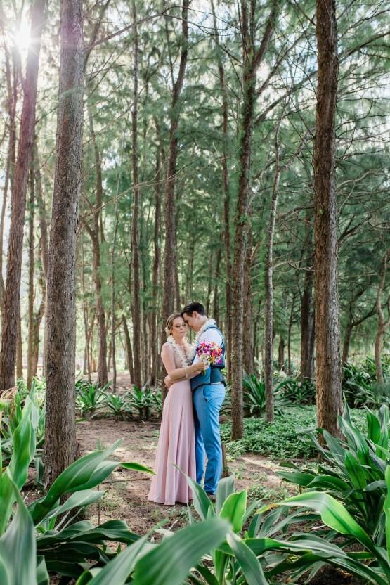 Intimate & Scenic Traditional Hawaiian Lei Exchange Elopement – Chelsea Stratso 21