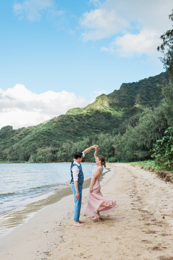 Intimate & Scenic Traditional Hawaiian Lei Exchange Elopement – Chelsea Stratso 31